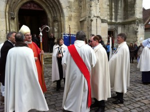 Members of the Archiconfrerie and the Bishop just before the service